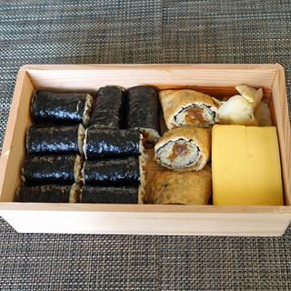 三谷 - 料理写真:お土産の干瓢巻きとお稲荷さん