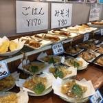 お食事処 大漁 - お魚の天ぷらや煮付けもとても美味しそう。
