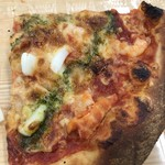 オーケー - スモークチーズ入りシーフードのカットピザ。 税抜122円。 美味し。