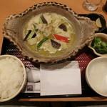 大戸屋 - 大戸屋仕立ての鶏と野菜のグリーンカレー鍋定食