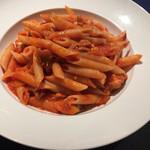 トラットリア・イタリア - 鶏肉とパプリカのトマトソースペンネ
