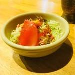 インド料理 シャティ - セットのサラダ。インドカレー屋さんにしては珍しいトマト系のドレッシング