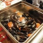 SHIBAURA GRILL - ムール貝のカンカン焼き