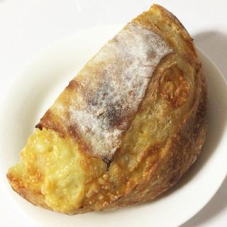 ブーランジェリー マナベ - 料理写真:チーズブレットハーフ