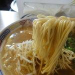 風林 - 麺は低加水率でスクエアーな中細ストレート