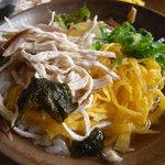 鶏飯食堂 HABUS - 鶏飯はお茶漬けのようにいただきます