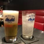 いち香 - 泡ビール、もとい、生ビール540円とお連れさまのレモンサワー486円(共に税込)