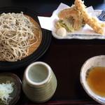 わかお - 天ぷらそばの大盛りです。