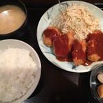 串かつ 関 - バランスの良い定食ですね