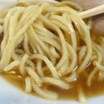 支那蕎麦 陽 - 「支那蕎麦 あっさり」やや平打ちの自家製中太麺