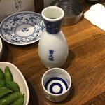 もつ焼き おとんば - 日本酒1合260円(税別)