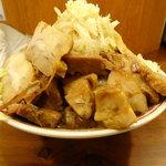 自家製太麺 ドカ盛 マッチョ - ラーメン(並)豚増し・野菜増し