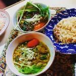 チャンドラ・スーリヤ - 料理写真:ダール豆と青菜のカレー