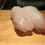 寿司源 藤沢大庭店 - ヒラメ    鯛