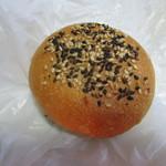 パン処 あんずのしっぽ - 料理写真:栗あんパン 143円