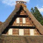 いろり - 屋根のお飾りが素敵〜♬