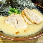 革麺家 - 2017年10月 チャーシューメン並タレ濃いめ細麺【930円】