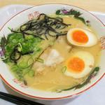 きざん亭 - 「煮玉子ラーメン」(670円)。