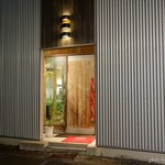西洋食房 芝 - 2017年10月 背の高いドア。名付けて「巨人のドア」