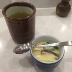 新橋しのだ寿司 - 茶碗蒸しとお茶