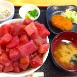 魚市場食堂 - まぐろいっぱい丼 1020円