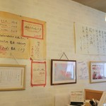 78075746 - 店内壁の様子。