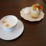 78078714 - 今回のケーキとお茶( ・∇・)
