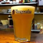 """バル・カ・エール - ホワイト① """"白ビール""""→「ヒューガルデンホワイト」。"""