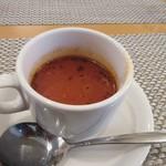 WAGYU AND RACLETTE NIGIRO - 最初にランチのスープが運ばれて来ました、この日のスープは野菜たっぷりのミネストローネのカップスープでした。