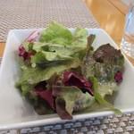 WAGYU AND RACLETTE NIGIRO -  サラダは葉野菜のミニサラダでした。
