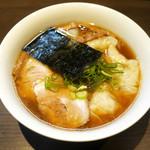 支那そばや 本店 - 山水地鶏ワンタン麺 ¥980