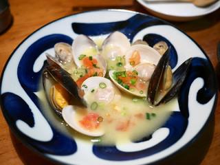 君想ふ暮らし - ハマグリといろいろな貝の白ワイン蒸し ¥680