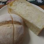 コトリ - チーズ入り食パン&塩パン