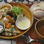 コトリ - 料理全景(パン定食)