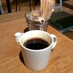 Drip-X-Cafe - 先にコーヒーが配膳される。