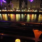 78085172 - 店の窓からは、中洲のビル群が放つ派手な灯りが映り 優しく煌めく、那珂川の水面が見れるバー。
