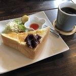 ウフ・カフェ - 料理写真:本日のコーヒー(ネルドリップ)とモーニング
