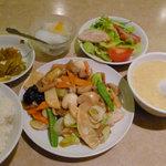 白鳳 新館 - ハッポウサイの定食