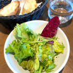 エノテカ・ミレ  - セットのサラダとバゲット