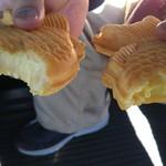 薄皮たい焼き たいあん - カマンベールチーズ(左)(150円)・うふクリーム(右)(140円)