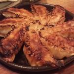 78093629 - 博多名物鉄鍋餃子、熱々で美味しい❤