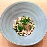 Aji Fukushima - 底にカワハギの肝があり 混ぜ混ぜして食べると、弾力のある身と肝のトロリとした濃厚で濃い独特の味わいと食感の『カワハギのお造り』~♪(* ̄∇ ̄)ノ