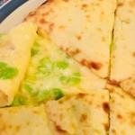 スンニマ - 枝豆チーズナンの中身。枝豆こりこり。