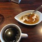 ハカタ オノ - デザートのゼリーとドリンクバーのコーヒー