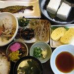 781143 - 湯豆腐定食1150円 ボリュームタップリです 08/09