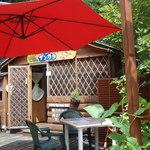 洋食屋ザンガラ - ログハウス風のお店です