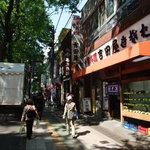 吉田屋 - 府中のメインストリート・けやき並木にあります