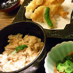 和食とお酒豆助 - 鯛めし上造り御膳の鯛めしと天ぷら。天ぷらにも鯛が!