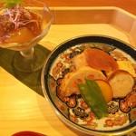 さか本 - 前菜の盛り合わせ 左は生湯葉