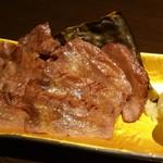 肉と日本酒 ゴッツジェイズ - 牛タン昆布〆